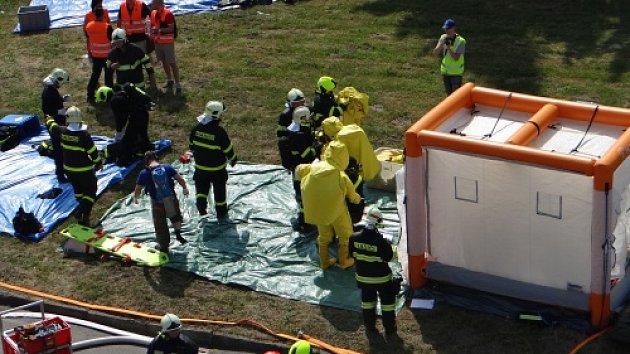 Cvičný zásah hasičů z Ostravy a Opavy ve firmě Bidfood
