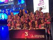 Několik medailí si z Mistrovství světa v Chomutově přivezli tanečníci z opavské taneční školy Dance4Life.