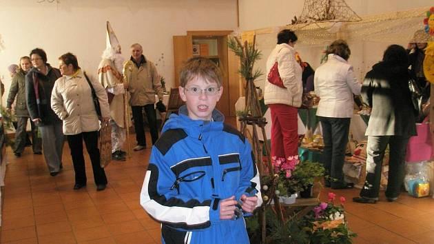 Desítky lidí zavítaly během neděle 22. listopadu 2009 na tradiční jarmark v Malých Hošticích.