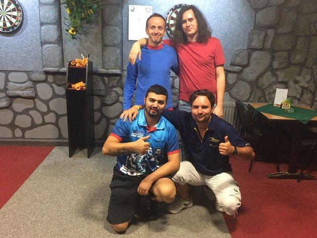 Mistr republiky František Humpula (vpravo nahoře) s Predátory z Opavy po turnaji v Krnově.