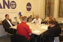 V pondělí ve večerních hodinách byla podepsána koaliční smlouva mezi politickými subjekty hnutí ANO 2011, Změna pro Opavu, KDU-ČSL, ODS a SNK Starostové a občané městských částí SMO.