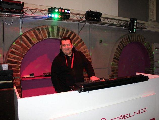 Pro diskotéku na Střelnici jsou podle Dalibora Baluška vOpavě konkurencí zejména menší podniky. Naproti tomu třeba dolnobenešovský klub Kravín rivalitu nepředstavuje, on sám vněm ijako DJ občas hraje.
