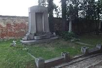 V letošním roce byly na opavském hřbitově bohužel časté. V létě například zmizela bronzová socha na hrobě rodiny Rotterovy.