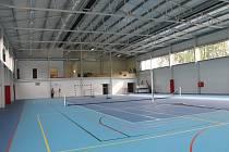 Po pětadvaceti letech to začne v Budišově sportovně žít. Alespoň, co se halového sportu týká. V sobotu se zde slavnostně otevírá nová sportovní hala, která by měla být přístřeším pro sporty jako je volejbal, košíková či tenis.