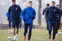 Tři dny přípravy na přírodním povrchu mají za sebou druholigoví fotbalisté Slezského FC.