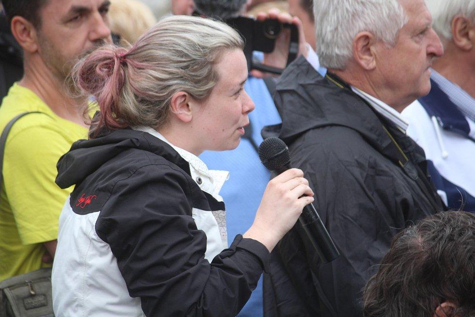 Snímek z prezidentské návštěvy Miloše Zemana obce Jakartovice, 15. května 2018.