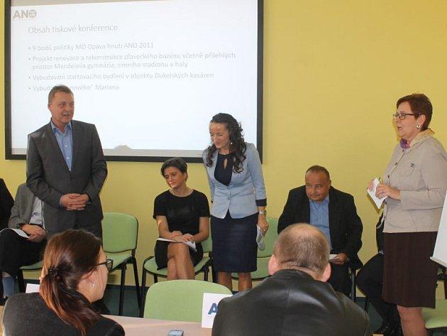 Na tiskové konferenci nechyběla ani Simona Horáková. Ta byla členkou i předchozí místní organizace ANO.