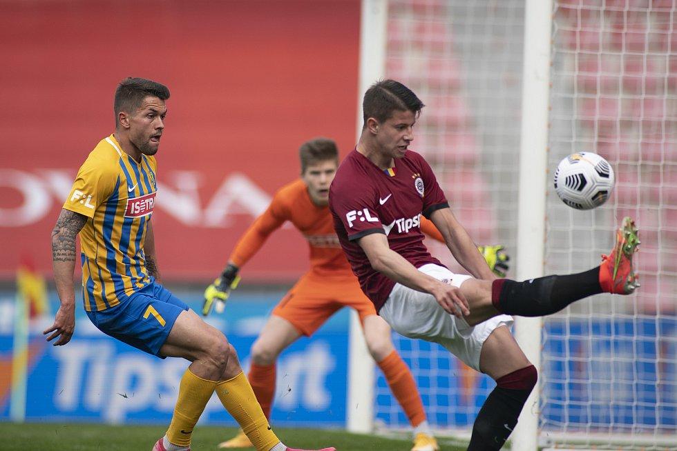 Praha - Zápas fotbalové FORTUNA:LIGY mezi AC Sparta Praha a SFC Opava 25. dubna 2021. Aleš Nešický (SFC Opava).