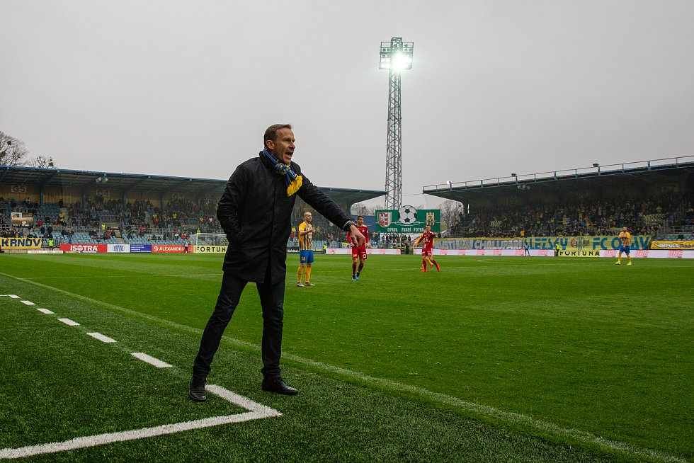 Opava - Zápas fotbalové FORTUNA:LIGY mezi SFC Opava a SK Sigma Olomouc 13. dubna 2019. Trenér SFC Opava Ivan Kopecký.