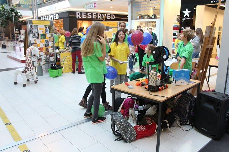 Prostory opavského Obchodního centra Breda&Weinstein se ve čtvrtek staly dějištěm Veletrhu vzdělávání. Je určen široké veřejnosti, ale zejména rodičům, kteří se snaží vybrat svému dítěti vhodnou školu.