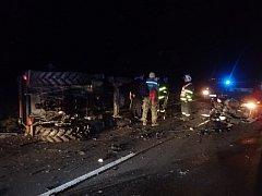Středeční večer ve Velkých Hošticích se neobešel bez nehody. Traktor Zetor 5211 se okolo šesté hodiny střetl s Volkswagenem Passat.