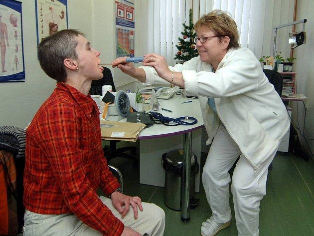 Respirační onemocnění. Kvůli těm se v současnosti plní ordinace praktických lékařů na Opavsku.