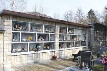 Kolumbárium na hřbitově v Hati by mělo celkem mít dvě sekce po devíti skříňkách.