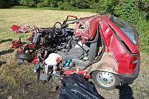 Pondělní linkový autobus z Opavy do Bruntálu nedojel. V táhlé zatáčce na silnici mezi Opavou a Velkými Heralticemi u odbočky na Kamenec do něj narazila červená Škoda Felicia. Řidič osobního auta utrpěl mnohočetná smrtelná zranění, kterým na místě podlehl.