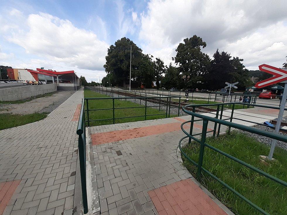 Vlakové nádraží v Hradci nad Moravicí - přechod přes koleje.
