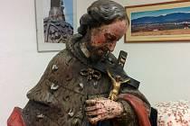Dvaadvacet let byla socha svatého Jana Nepomuckého nezvěstná. Nyní se Interpolu podařilo ji vypátrat a vrátit do Opavy.
