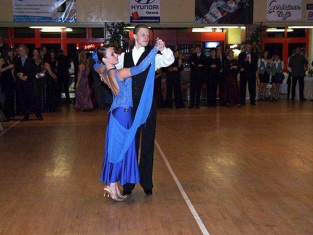 Tanečníci Veronika Lindovská a Rostislav Neuwirth také letos předvedou latinskoamerické tance.