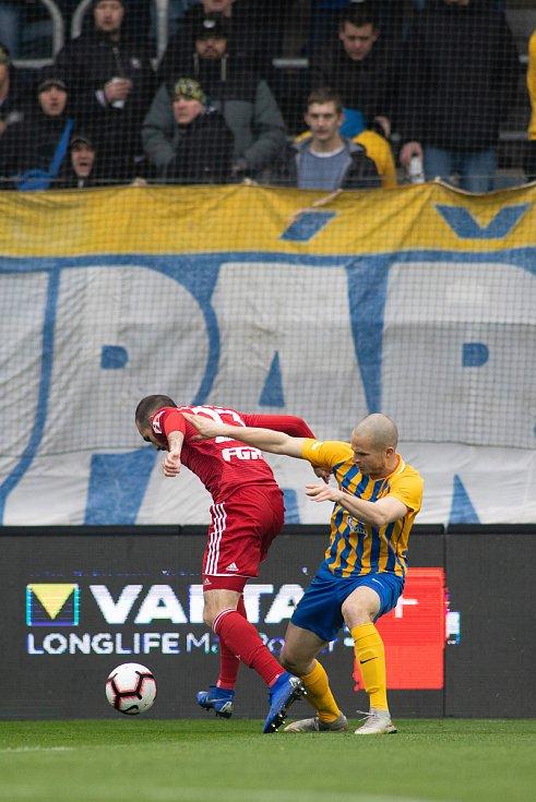 Opava - Zápas fotbalové FORTUNA:LIGY mezi SFC Opava a SK Sigma Olomouc 13. dubna 2019. Jan Schaffartzik (SFC Opava).