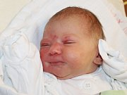 Klaudie Weissová se narodila 14. listopadu, vážila 3,43 kilogramů a měřila 51 centimetrů. Rodiče Pavla a Tomáš z Holasovic své prvorozené dceři přejí, aby byla v životě zdravá a šťastná.