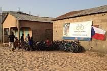 Do Gambie poputují také kola, která Opavané odložili a nejeví o ně zájem.