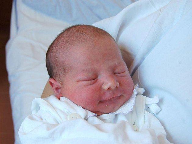 """Lukáš Jochec se narodil 27. dubna, vážil 3,16 kg a měřil 49 cm. """"Doma už na miminko čeká bráška Filip. Miminku přejeme hlavně hodně zdraví a štěstí,"""" řekla maminka Andrea Zdrálková a tatínek Jan Jochec z Hrabyně."""