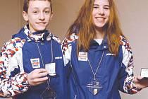 Zlatí medailisté krasobruslař Petr Coufal z Ludgeřovic a pražská snowboardistka Ester Ledecká.