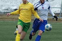 Tomáš Vlček (ve žlutozeleném)