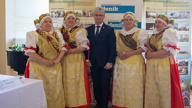 Setkání Sdružení obcí Hlučínska, 17. dubna 2019 v Kravařích. Na snímku Seniorky z Bolatic a Herbert Pavera.