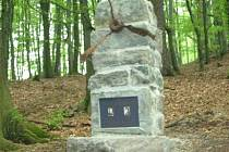 Ve čtvrtek od 14 hodin bude v chatové osadě Rybárna u Dobroslavic odhalen pomník padlým letcům.