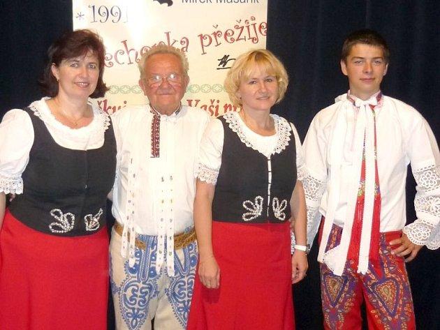 Miroslav Masařík (druhý zleva) uzavřel pravidelnou sérii dechovkových koncertů nedávným vystoupením Fialenky.