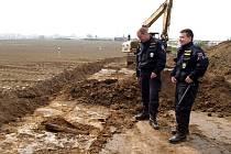 Policisté u munice čekali čtyři hodiny, než na místo dorazil pyrotechnik z Ostravy.