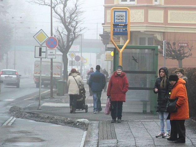 Do konce tohoto roku by měla inteligentní zastávka vzniknout i na té U Soudu v ulici Olomoucká. Foto: Deník/