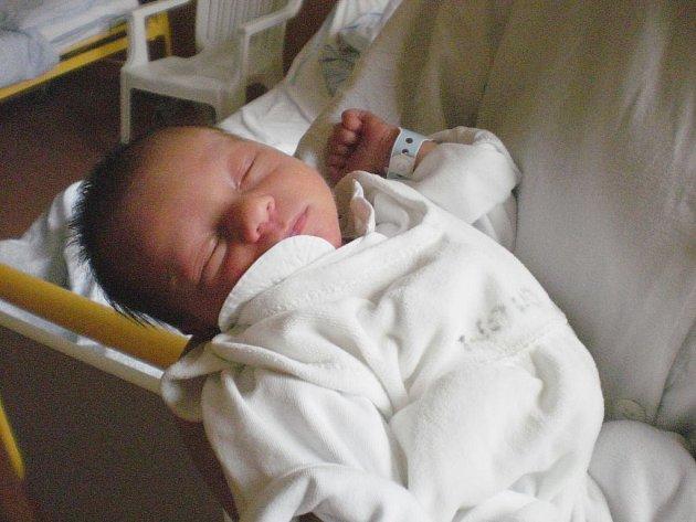 Petr Ježa se narodil 18. března, vážil 2,32 kg a měřil 46 cm.
