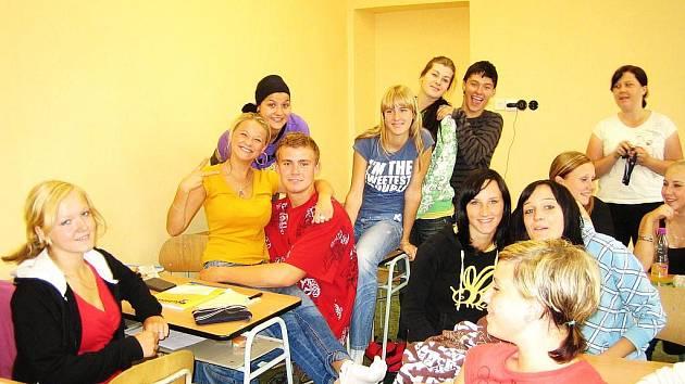 Studenti se ve škole kromě učení i pobaví.