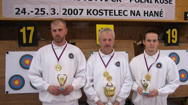 Úspěšní opavští kušisté, zleva: Dalibor Lhotský, Václav Losert, Zbyněk Kudlička.