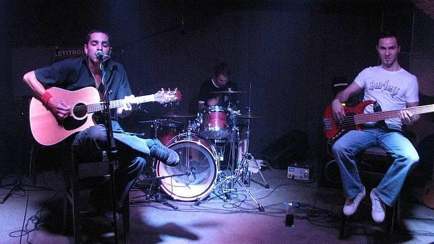 HC3 ještě ve starém složení. Opava, červen 2008, unplugged v Music Clubu 13.