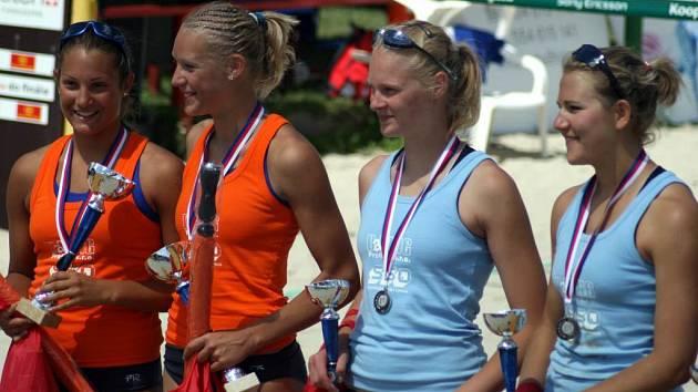 Po dramatickém finálovém utkání, které mělo vysokou úroveň, se z vítězství radovaly hráčky Olympu Bonnerová s Kvapilovou (oranžová trika). Na brněnský pár Reitrová – Melichárková zbylo druhé místo.