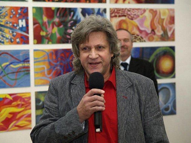 Městská galerie v Hradci nad Moravicí má do neděle 6. prosince otevřenou retrospektivní výstavu prací studentů Mendelova gymnázia v Opavě pod názvem Probuzené obrazy.