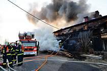 Jednotka sboru dobrovolných hasičů Hlučín v loňském roce zasahovala také u požáru pily ve městě.