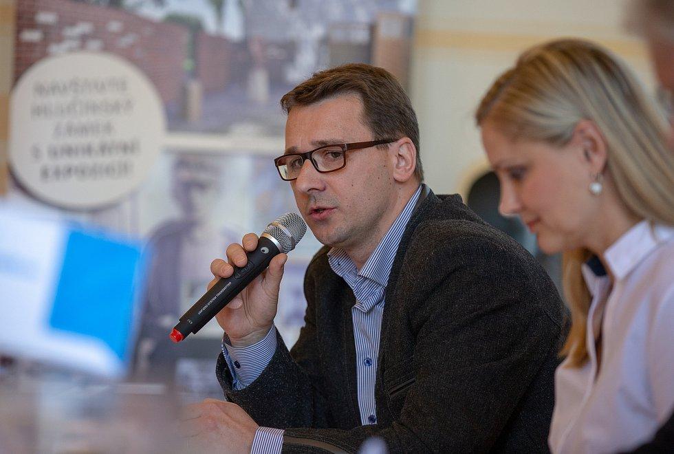 Setkání Sdružení obcí Hlučínska, 17. dubna 2019 v Kravařích. Na snímku Metoděj Chrástecký a Monika Brzesková.