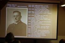 Zdenek Jeník ze sdružení Krnovská synagoga uvedl přednášku archiváře Branislava Dorka na téma mýty a fakta kolem záchrany krnovské synagogy.