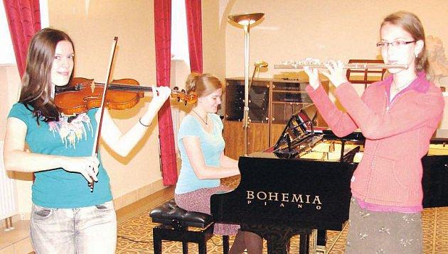Klavírní trio Klára Hoňková (flétna), Veronika Mičková (housle) a Anna Řezníčková (klavír).