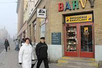 """Drogerie na rohu obchodního domu Breda. Téměř žádný Opavan jí neřekne jinak než """"Alčul""""."""