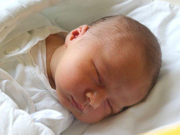 Matěj Jurášek se narodil 28. března, vážil 3,87 kilogramů a měřil 53 centimetrů. Rodiče Pavla a Michal z Kravař přejí svému prvorozenému synovi hlavně zdraví a sluníčko na dušičce.