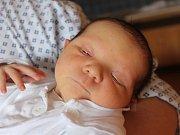 Šimon Melecký se narodil 29. března, vážil 3,58 kilogramů a měřil 51 centimetrů. Rodiče Eva a Marek z Kobeřic mu přejí zdraví, štěstí, spokojenost a ať se mu v životě dobře daří. Na Šimona se už doma těší brácha Dominik.