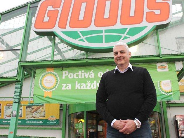 Ředitel hypermarketu Globus v Opavě Jiří Lipina.