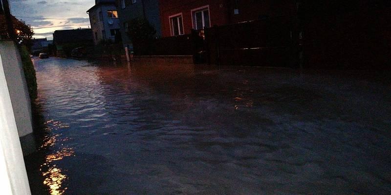 Záplavy v Malých Hošticích.