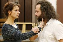 Fotografie ze zkoušky. Hostující Olga Bezačinská  a Michael Kubečka (císařovna a cyperský král).
