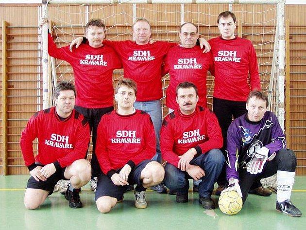 Fotbalové družstvo SDH Kravaře v roce 2006.