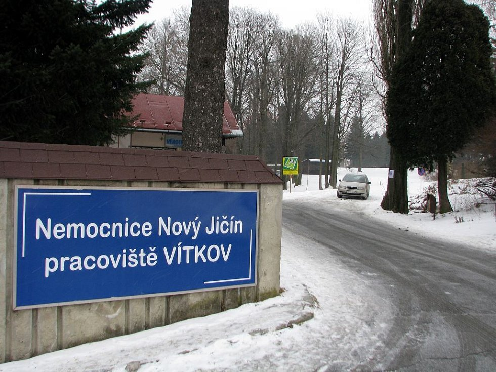 Areál bývalé nemocnice ve Vítkově byl včera dopoledne téměř prázdný.